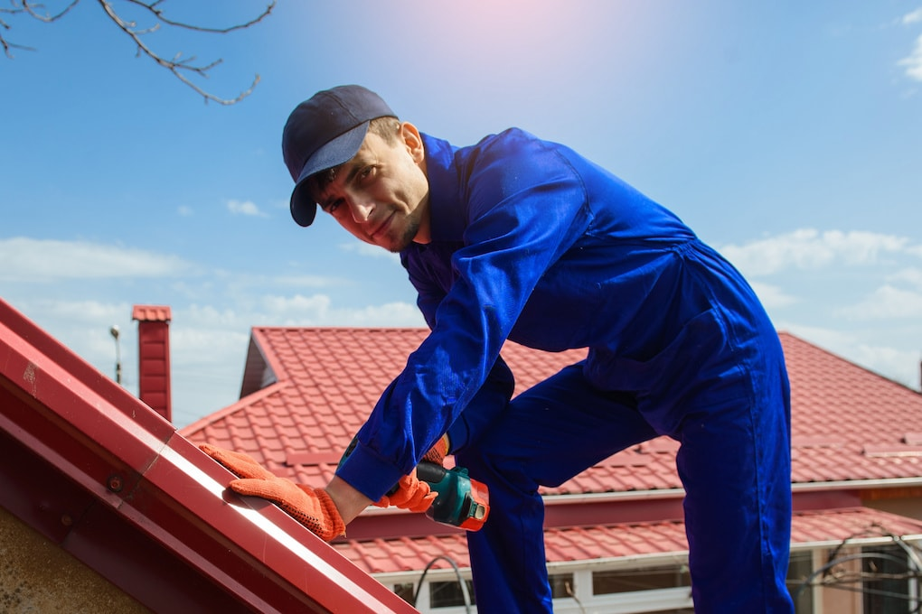 trustworthy roofing contractor at work